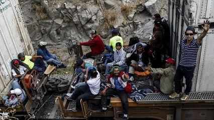 caravan-migrants
