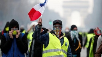 FRENCH YELLOW VESTS 1